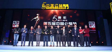 李学庆获中国公益人物大奖 全球获奖最多男模